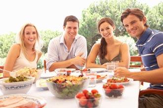 Comment se faire des amis pour participer des loisirs for Repas entre amis ete